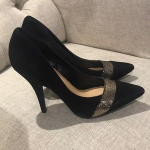 Jessica Simpson black and gold formal shoe